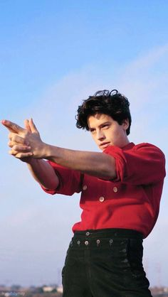 Why 'Riverdale' Cole Sprouse Says Whiteness Is a Petri Dish for Gun Violence Cole M Sprouse, Dylan Sprouse, Cole Sprouse Funny, Cole Sprouse Jughead, Cole Sprouse Wallpaper Iphone, Cole Sprouse Lockscreen, Dylan Et Cole, Zack Et Cody, Camila Mendes Riverdale