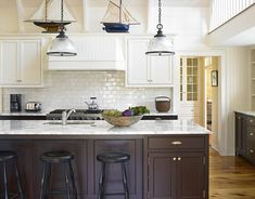 Dark wood kitchen island beautiful kitchens white upper cabinets with and finish marble . Wood Kitchen Island, Dark Kitchen Cabinets, Kitchen Nook, Upper Cabinets, Kitchen Redo, New Kitchen, Kitchen Remodel, White Cabinets, White Counters