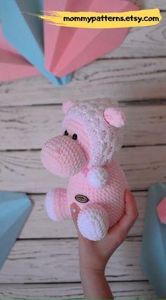 Easy crochet pattern toy Hippo for kids. hat for beginners videos Crochet PATTERN Hippo in Bubble hat Crochet Animal Patterns, Crochet Patterns Amigurumi, Crochet Animals, Amigurumi Doll, Cute Crochet, Crochet Motif, Crochet Hooks, Crochet Baby, Bubble
