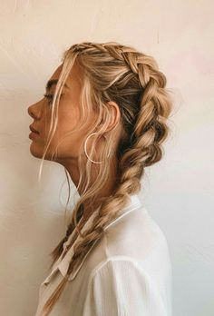 The Best Hair Braid Styles Hey girls! Today we are going to talk about those gorgeous braid styles. I will show you the best and trendy hair braid styles with some video tutorials. Pretty Hairstyles, Easy Hairstyles, Hairstyle Ideas, Prom Hairstyles, French Braid Hairstyles, Hairstyles Tumblr, Cute Hairstyles With Braids, Hairstyle Braid, Evening Hairstyles
