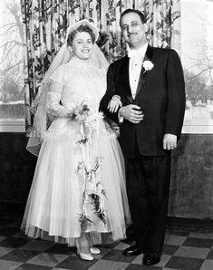 Vintage Wedding Photos, Vintage Weddings, Wedding Pictures, Wedding Couples, Wedding Bride, Wedding Gowns, Mom And Dad, Brides, Dads