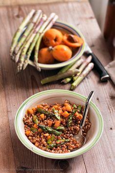 Wheat, asparagus and loquats - Vegan recipe