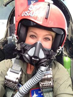 USAF female Pilot Jet Fighter Pilot, Air Fighter, Female Fighter, Fighter Jets, Female Pilot, Female Soldier, Air Force Special Operations, Cafe Racer Helmet, Aviators Women