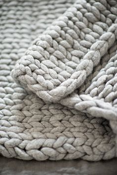 DIY - Knit a chunky blanket from wool roving.