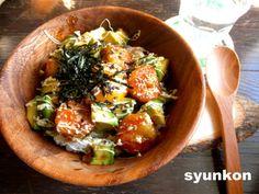 含み笑いのカフェごはん『syunkon』海老とアボカドの照り焼きマヨネーズ丼