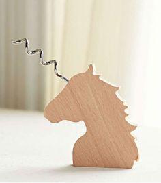 Achetez le tire-bouchon licorne en bois sur lavantgardiste et ajouter une touche féerique pour vos prochains apéros.