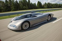 While the rest of the automotive world was still thinking in triangles for their concept cars, the American concepts from the tended to be sleek affa Indy 500 Winner, Jaguar Xj220, Engine Control Unit, Mustang Gt500, Crate Engines, Fender Flares, Automotive News, Us Cars, Performance Cars