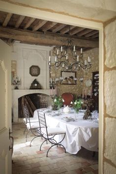 Amazing French Country Dining Room Table Decor Ideas Outstanding Home Decoration IdeasAmazing French Country Dining Room Table Decor Ideas Amazing French Country Dining Room Table Deco French Country Dining Room, Modern French Country, French Country Kitchens, French Country Cottage, French Farmhouse, Country Chic, French Style, Country Living, Vintage Country