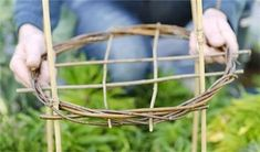 How to make willow plant supports - Projects: Garden DIY Garden Crafts, Garden Projects, Garden Art, Garden Design, Diy Garden, Herb Garden, Back Gardens, Outdoor Gardens, Peony Support