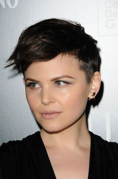 20 Asymmetrical Hairstyles worn by celebrities. Great asymmetrical hairstyles for all face shapes. Asymmetrical Hairstyles, Pixie Hairstyles, Pixie Haircut, Short Hairstyles For Women, Undercut Pixie, Undercut Hairstyles, Asymmetrical Pixie, Haircut Short, Haircut Style