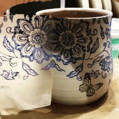 Ceramics Pottery Mugs, Glazes For Pottery, Ceramic Pottery, Pottery Art, Ceramic Art, Painted Pottery, Ceramic Decor, Ceramic Mugs, Pottery Painting Designs