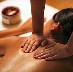 Do you plan to hire some of the deep tissue massage therapists in Mesa? Hire this medical massage therapist. This professional has professional massage therapy service experience. Massage Couple, Massage Dos, Good Massage, Face Massage, Medical Massage, Massage Classes, Stone Massage, Massage Meme, Yoga Classes