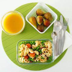 Um almoço vegetariano simples e super comoleto: sopa de legumes massa com ervilhas e legumes e para terminar uns figos maravilhosos  bom almoço!