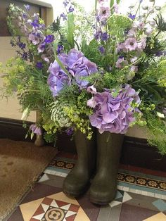 Country Garden Wedding theme - grooms wellies decorated with flowers, added a very personal touch! Purple Wedding, Wedding Flowers, Trendy Wedding, Wedding Ideas, Country Garden Weddings, Wedding Country, Tipi Wedding, Wedding Bunting, Wedding Church