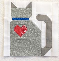 Tips for how to deal with the tiny pieces on Lori Holt's barn cat block and like OMG! get some yourself some pawtastic adorable cat apparel! Farm Animal Quilt, Farm Quilt, Dog Quilts, Barn Quilt Designs, Quilting Designs, Quilt Baby, Small Quilts, Mini Quilts, Cat Quilt Patterns