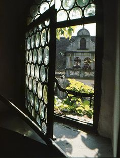 Have a Look through the Window by Tobi_2008, via Flickr