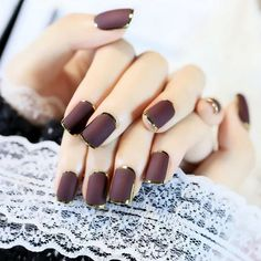 Metallic nails, aka chrome nails, are a trend that will make your nails look chic and classy. Check out our suggestions for achieving trendy nails this season. Pink Ombre Nails, Metallic Nails, Silver Nails, Red Nails, Hair And Nails, Gorgeous Nails, Pretty Nails, Painted Acrylic Nails, Nail Design Spring
