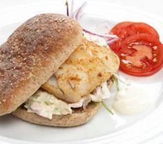 Fiskeburger med coleslaw Coleslaw, Coleslaw Salad, Cabbage Salad
