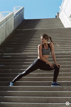 Getting the right gear doesn't have to be a stretch with the C9 Champion collection. Pair up the new Fusion Flex Sports Bra with a set of Printed Performance Leggings for comfort and style from head to toe. The bra comforts and supports like never before. The leggings not only fit like a dream, you can find them in a range of rad prints.