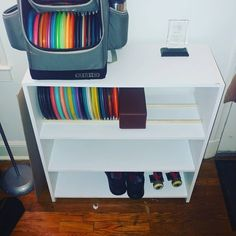 Modded my bookcase to hold dics! I love having all my disc stuff in one spot. Disc Golf, Diy Storage, Man Cave, Hold On, Bookcase, Food, Naruto Sad, Essen, Book Shelves