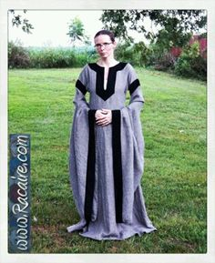 2016-08 - Racaire - Meridian color- my new grey / black 12th century dress - SCA - hand sewing - Kingdom of Meridies