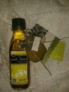 @Aceite para #regalo de una #comunión.  Todo un #Regalo , #oro   #líquido !! #Tarjeta diseñada y hecha, @artesanalmente