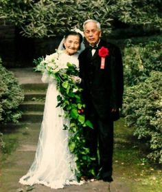 This incredible 98-year-old couple recreated their wedding day 70years later. Just WOW!