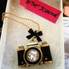 Click, click! Fun camera necklace #jewelry #jewelry