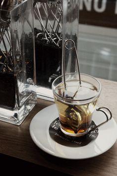 Een verse kop Maison Blanche Dael thee, voor een verfrissende start van het weekend. Coffee Maker, Kitchen Appliances, Coffee Maker Machine, Cooking Ware, Coffee Percolator, Home Appliances, Coffeemaker, Kitchen Gadgets