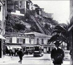 El bar Cinzano y el ascensor Esmeralda de Valparaiso 1920 by santiagonostalgico, via Flickr