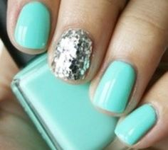 i love the 1 glitter nail