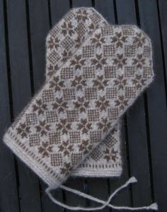 Lappone: Knitting in the old tradition. A contemporary use of an old pattern from Halland in Sweden. The cuff is twined knitting.