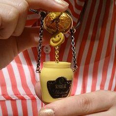 Pendentif Q Pot.  #pendant #lifeisfun #mustard #Q. Pot