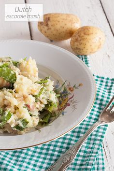 Dutch escarole mash with mashed potatoes, bacon and raw escarole. Exactly how grandma used to make this classic Dutch dish. Comfort food at its best.