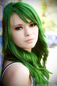 Wow I didn't think anyone could get this color green. This is the color of Xanthe's hair, the same as the other pic. I just thought it looked pretty here lol.