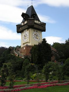 Grazer Uhrturm, Austria (Clock Tower in Graz) Places To Travel, Places To See, Kauai Hawaii, Places Of Interest, Best Cities, Beautiful Places, Amazing Places, Big Ben, Interior Architecture