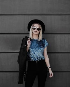 """1,584 curtidas, 34 comentários - monique guerini. (@moguerini) no Instagram: """"blue velvet.  @laviestoree • mais minha cara impossível né?! . #ootd #velvet #black #blue…"""""""