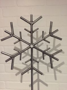 Rebar snowflake By Yanick Bluteau - Cool Welding Project Ideas for Home Welding Art Projects, Welding Jobs, Metal Projects, Diy Projects, Welding Helmet, Blacksmith Projects, Garden Projects, Garden Ideas, Shielded Metal Arc Welding