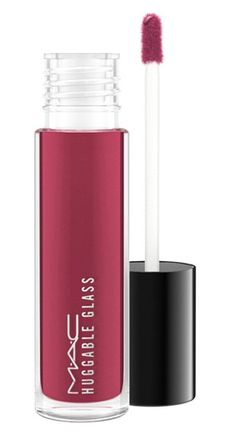 Loving this lipglass that shines for hours and creates a chic look effortlessly.