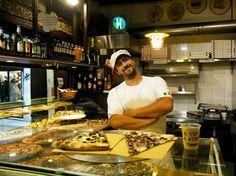 Picerija Antico Forno Venecijoje, įsikūrusi Rialto turguje. Čia kepamos plonos, traškios Roman-style picos. Ši picerija išsiskiria tuo, kad čia parduodamos ne picos - o jų gabalėliai, bet to vieno gabalėlio Jums užteks pajusti tą nepakartojamą skonį. Visos yra su aštroku pomidorų padažu, bufalo mocarela ir sezoniniais ingridientais - mėlynaisiais kopūstais, alyvuogėmis ir grybais.  Taigi, jei vykstate į Veneciją pasižymėkite šį adresą - Ruga Rialto, 973, 30125 VE, Italy