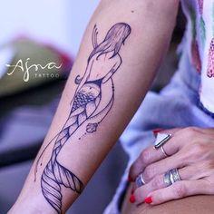 Muito, muito amor ✨ sereia para Mel, gracias querida! @ajna_tattoo • #filhasdomar #mermaidlove #mermaidtattoo