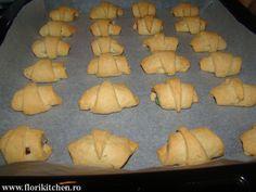 Cornulete fragede cu iaurt – Flori's Kitchen Bread, Brot, Baking, Breads, Buns