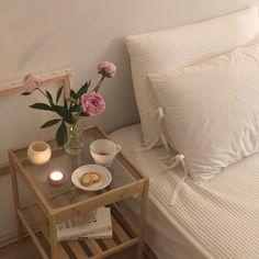 Room Ideas Bedroom, Bedroom Decor, Bedroom Inspo, Bedroom Bed, Pastel Room, Minimalist Room, Pretty Room, Aesthetic Room Decor, Beige Aesthetic