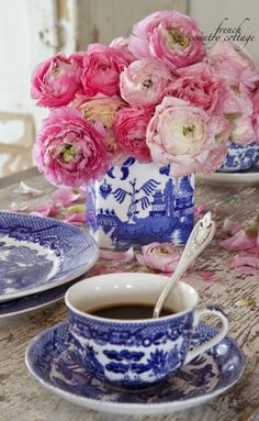 FRENCH COUNTRY COTTAGE: Blue & white charm goes best with a cup of coffee! ❤️