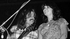 Linda Ronstadt y Glenn Frey (Eagles) durante un concierto en California, EEUU (Richard E. Aaron, 1976)