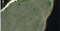 Teóricos da conspiração, estejam atentos: Nas estepes da Ásia central, num canto isolado do Cazaquistão, há um grande pentagrama gravado na superfície da Terra.