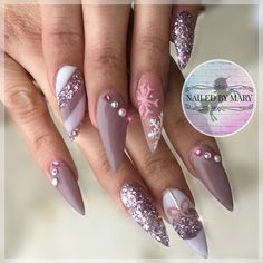 'Tis the season @glitter_heaven_australia @glitter_heaven_usa SHMICK . . . #christmasnails #winternails #nailitdaily #nailsmagazine #NAILPRO #uglyducklingnails #hudabeauty