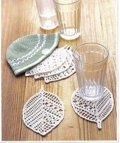I like the modern look of these leaf coasters.   SANDRA PONTOS DE CROCHÊ E TRICÔ...........: Folhas de Croche