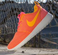 Nike Rosherun Mango Summit White