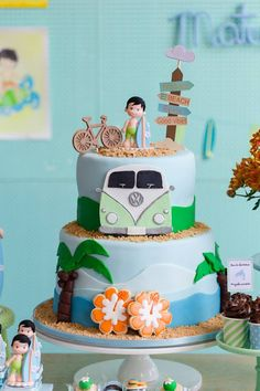 New Baby Shower Themes Summer Kids Ideas Birthday Themes For Boys, Luau Birthday, Baby Boy Birthday, Bolos Pool Party, Surfer Party, Surf Cake, Aloha Party, Beach Cakes, Cupcake Cakes